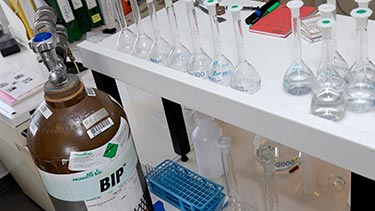 BIP cylinder with lab equipment